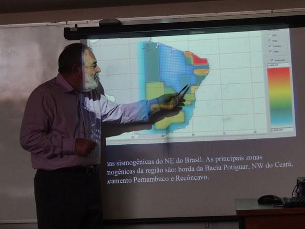 Professor da UFRN Joaquim Ferreira faz palestra sobre terremotos na SBPC (Foto: Katherine Coutinho / G1)