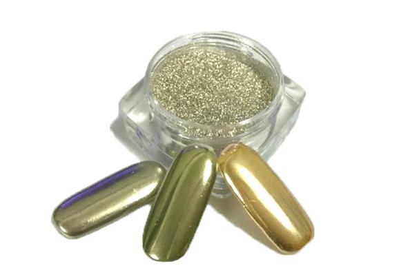 Unha cromada é feita com pó ultrafino (Foto: Reprodução / Apres Nail)