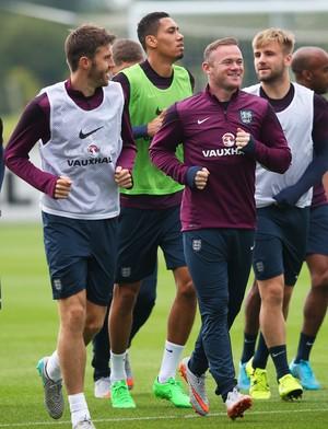 Michael Carrick em treino no dia 2 de setembro ao lado de Rooney (Foto:  Alex Livesey/Getty Images)