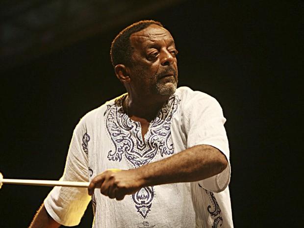 Naná Vasconcelos participa de show de encerramento da 34ª Oficina de Música de Curitiba nesta quarta-feira (27), no Teatro Guaíra (Foto: Divulgação / Fundação Cultural de Curitiba)