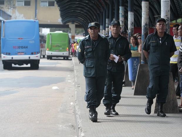 Guarda Municipal fiscaliza terminal de ônibus em Manaus (Foto: Divulgação/Semcom)