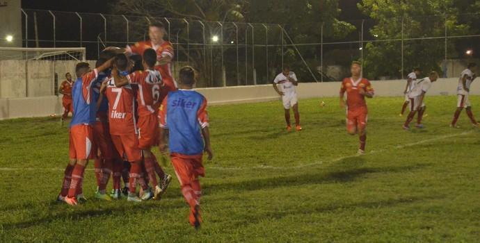 Jogadores do Auto comemoram gol da virada (Foto: Edgley Lemos / GloboEsporte.com/pb)