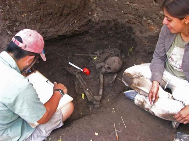 Peças arqueológicas passarão por análises químicas (Foto: HO/Secretaria de Cultura/AFP)