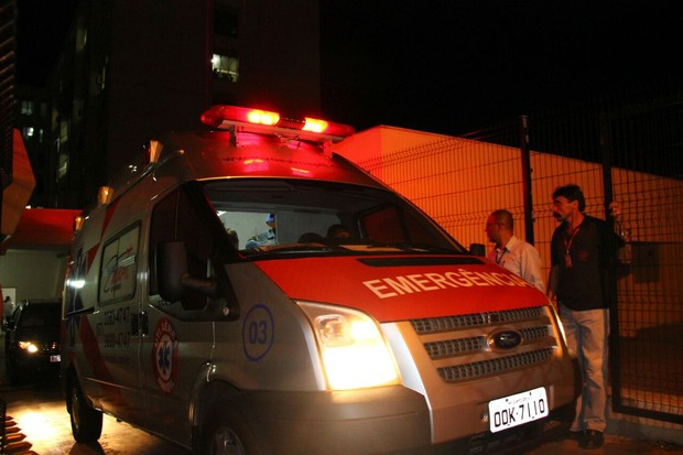 Ambulância de Angelica e Luciano Huck deixa hospital (Foto:  Fernando Antunes / Campo Grande News.)