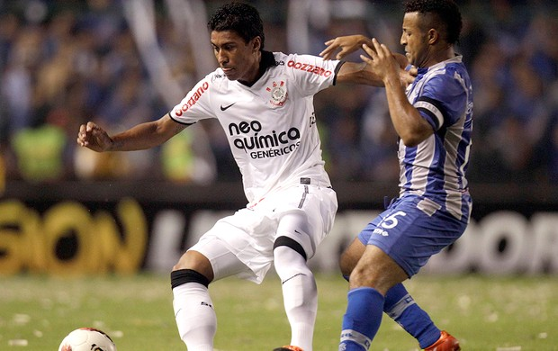 Paulinho, Emelec x Corinthians (Foto: AP)