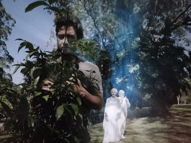 Lexor e Verbena fazem um campo de proteção e salvam a vida de Rodrigo (Foto: Amor Eterno Amor / TV Globo)