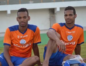 Anderson e Valdo treinaram no time titular do Confiança (Foto: Felipe Martins/GloboEsporte.com)