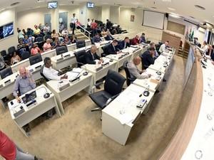 Câmara de Piracicaba durante votação da Comissão de Estudos do Semae (Foto: Fabrice Desmonts/Câmara de Piracicaba)