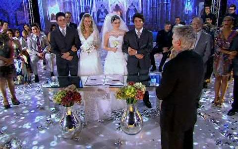 Elano e Cida se casam junto com Rosário e Inácio (Cheias de Charme / TV Globo)