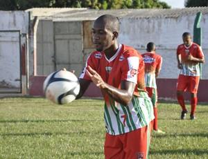 Atacante Paulo Henrique do CEOV Mato Grosso (Foto: Robson Boamorte)