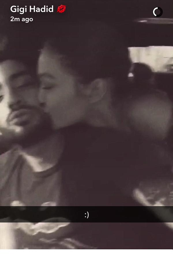 A modelo Gigi Hadid e seu namorado, o músico Zayn Malik (Foto: Snapchat)