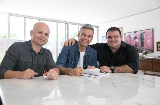 Otaviano Costa com Marcelo Soares, diretor geral do Sistema Globo de Rádio, e Julio Pedro, diretor da Rádio Globo (Foto: Divulgação)