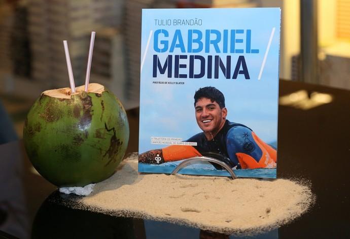 """Biografia """"Gabriel Medina"""", escrita pelo jornalista Tulio Brandão, tem prefácio de Kelly Slater (Foto: Roberto Filho)"""