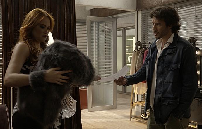 Leonora descobre que terá que usar máscara de topeira (Foto: TV Globo)
