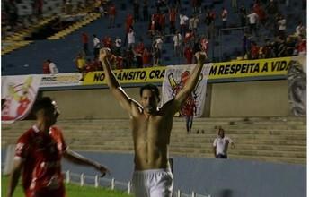 Com possível mudança no gol, Vila visita Sampaio e disputa jogo adiado