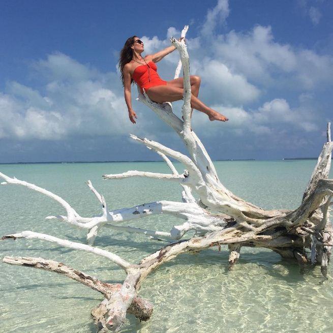 Eterna musa de Lagoa Azul, Brooke Shields surge linda em praia paradisíaca (Foto: Reprodução/Instagram)