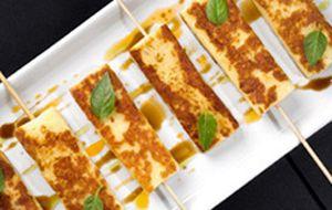 Queijo coalho com melaço de romã. Anote receita simples e fácil de fazer