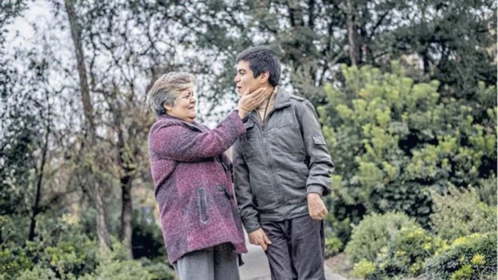 David Valenzuela e sua mãe (Foto: La Tercera)