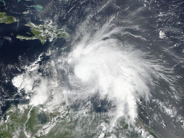 Furacão Matthew é visto em imagem capturada pela Nasa (Foto: NOAA/NASA Goddard MODIS Rapid Response Team/Handout via REUTERS)