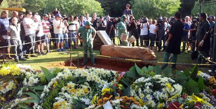 Enterro Luciano do Valle Campinas (Foto: Fernando Pacífico)