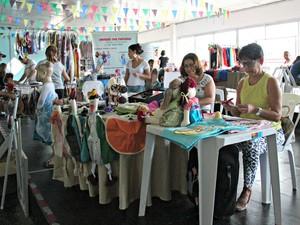 154ecab3c77 Produtos feitos artesanalmente são comercializados também do evento (Foto   Adneison Severiano G1 AM