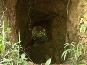Túneis de exploração de minérios foram usados como esconderijos (Foto: Reprodução/EPTV)