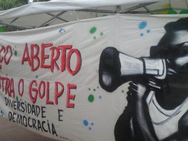 Ato em favor do governo Dilma Rousseff aconteceu no bairro Anjo da Guarda, em São Luís (Foto: Alessandra Rodrigues/Mirante AM)