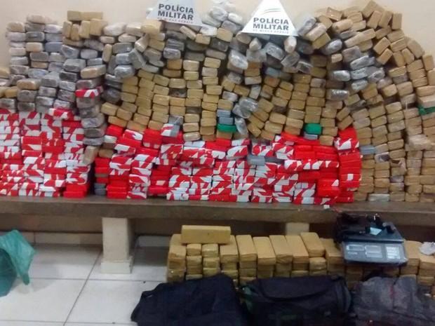 Droga estava em um sítio em Caratinga (Foto: Patrícia Belo/G1)