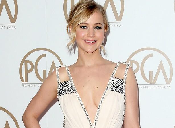 Jennifer Lawrence é mestra quando o assunto é revelar as próprias inseguranças. A atriz vive apontando imperfeições em seu corpo e se abrindo sobre como tenta lidar com elas. (Foto: Getty Images)