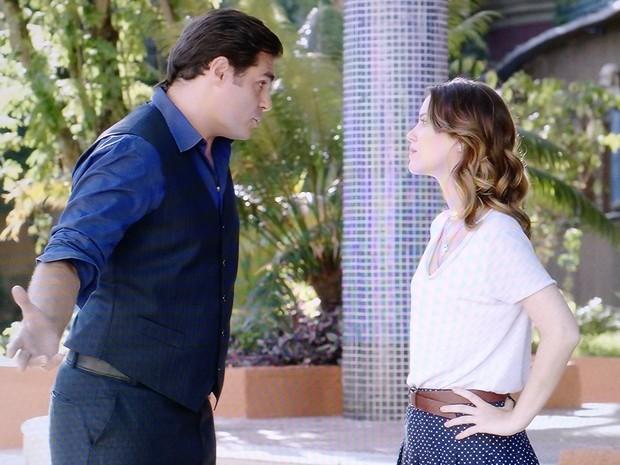 Laura implora para Marcos tirar Caíque da clínica  (Foto: Gshow )