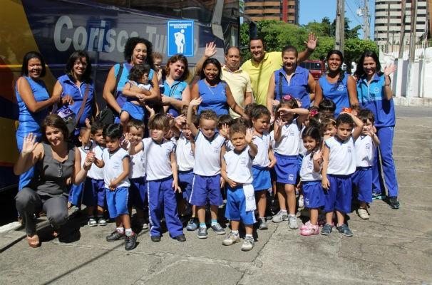 Alunos são recepcionados pelo profissionais do marketing da TV Gazeta Beto Oliveira e Serivaldo Júnior (Foto: Divulgação/TV Gazeta)