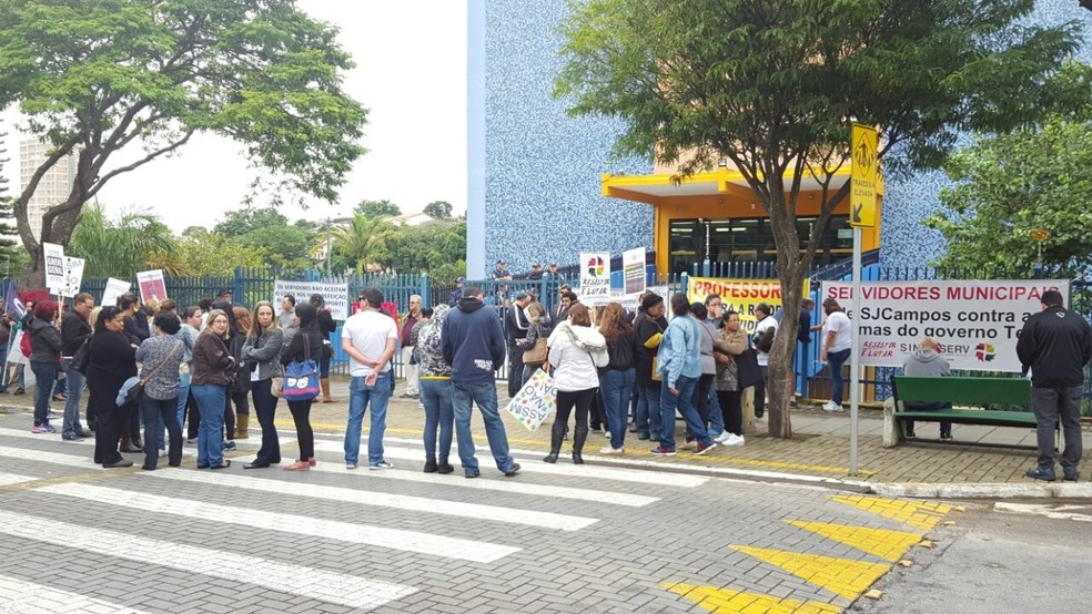 Servidores fazem paralisação no paço municipal, em São José (Foto: Divulgação/Sindicato dos Servidores)