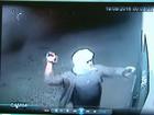 Vídeo mostra ação de assaltantes em empresa de ônibus em Olinda