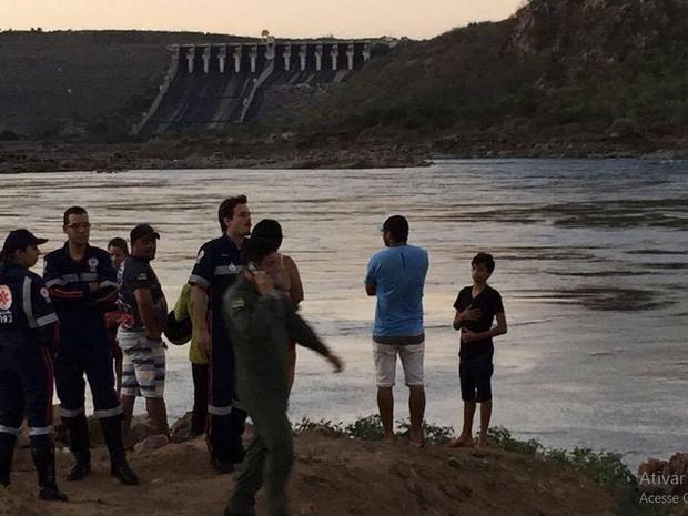 Equipes do Samu estão no local  (Foto: Helcio Eduardo Lima Gomes)