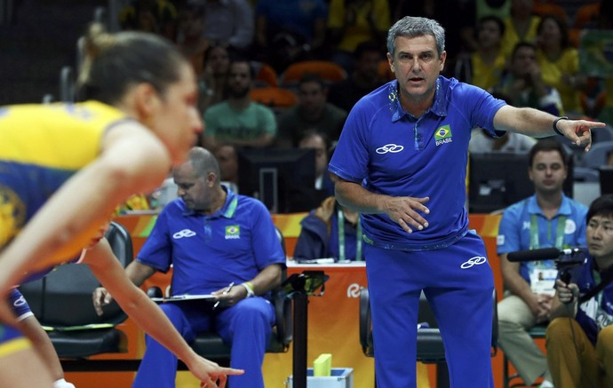 José Roberto Guimarães, técnico seleção brasileira feminina de vôlei (Foto: REUTERS/Yves Herman)