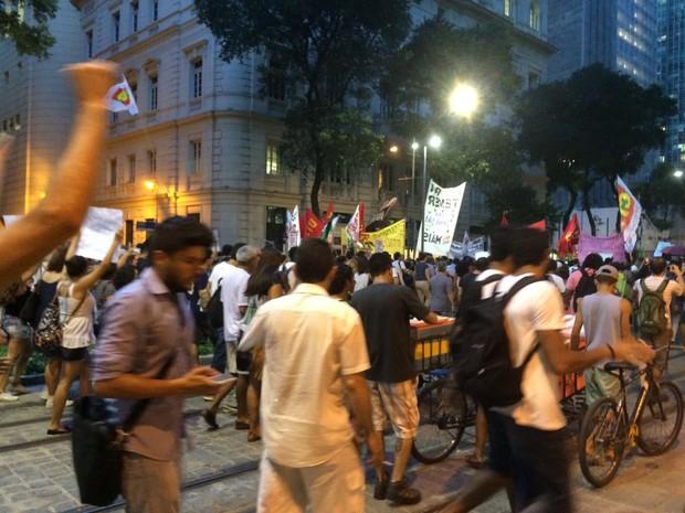Manifestação contra a PEC 241 passa pela Rio Branco (Foto: Patrícia Teixeira/G1)