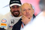 """Chefe da McLaren garante que Alonso não deixará time: """"Contrato de 3 anos"""""""