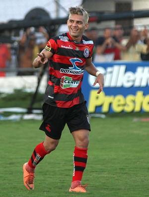 Bismarcl, do Campinense, comemora gol sobre o Asa (Foto: Itawi Albuquerque/Futura Press)