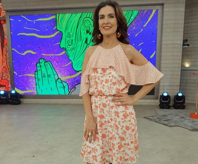 Fátima quer sua ajuda para escolher o look dela de sexta-feira (Foto: Renata Viot/Gshow)