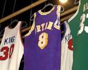 Hall da Fama leiloa itens de LeBron, roupa de Larry Bird e ouro olímpico