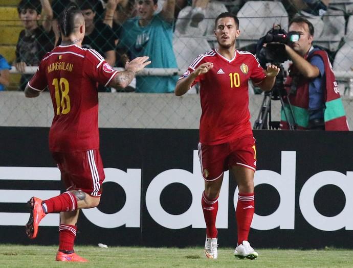 Hazard diante do Chipre pelas Eliminatórias da Euro (Foto: SAKIS SAVVIDES / AFP)