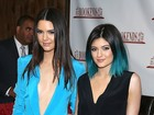 Kendall Jenner quase mostra demais em evento com a irmã Kylie Jenner