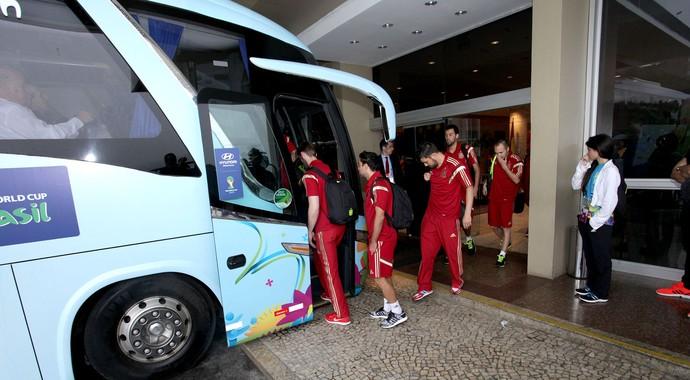 Jogadores da Espanha deixam o hotel (Foto: Pedro Veríssimo)