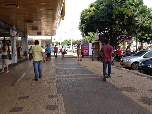 Comércio de rua em Palmas fechará na sexta-feira (15) e na segunda-feira (21), por causa do feriado prolongado (Foto: Fabrício Soveral/G1)