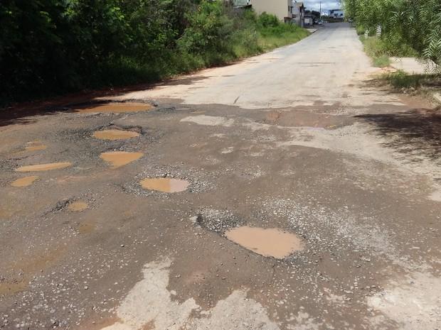 Divinópolis, buracos, moradores, chuva, operação, prefeitura (Foto: Anna Lúcia Silva/G1)