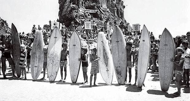 Na infância: a primeira turma de amigos surfistas (Foto: Arquivo Pessoal)