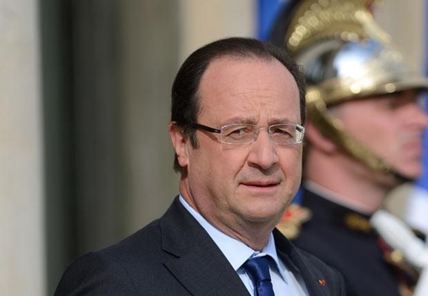 O presidente da França, François Hollande, nesta sexta-feira (17) no Palácio do Eliseu (Foto: AFP)