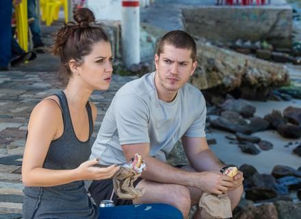 Foragidos, Alex e Lorena vivem de furtos