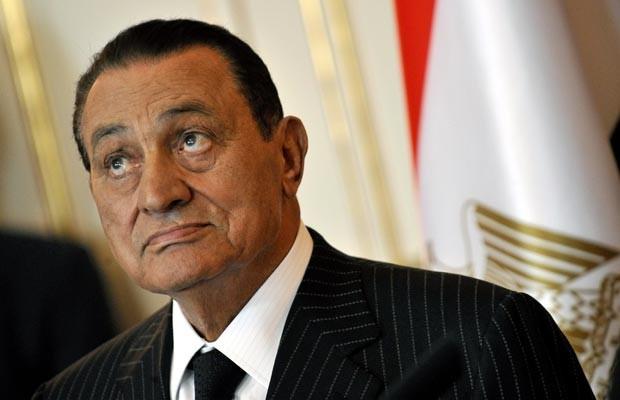 O ex-ditador egípcio Hosni Mubarak, em 13 de outubro de 2009, no Cairo, ainda no poder (Foto: AFP)