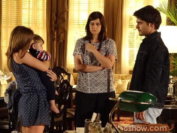 Shirley apresenta o filho ao pai, Laerte (Foto: Ignácio Moraes/ TV Globo)